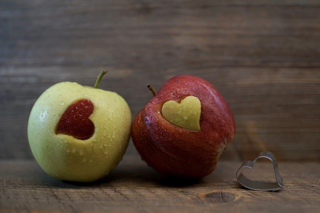 リンゴとハートマーク