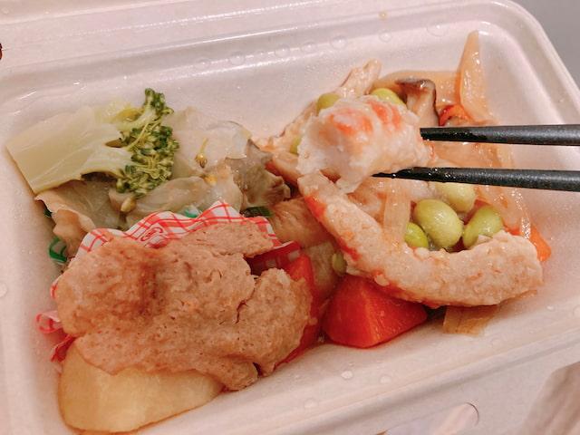 新メニュー⑥: 海老と野菜のチリソースの切り口