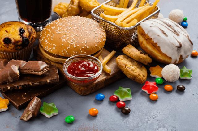 炎症を引き起こす食べ物4つ